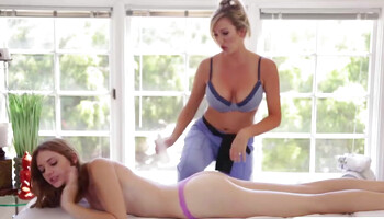 Masseuse Brett Rossi is licking Blaire Ivory on that table