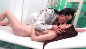 Doctor's exam turned into an intense snatch licking