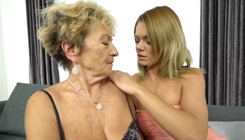 Randy MILF Lara West make love to the lesbian granny