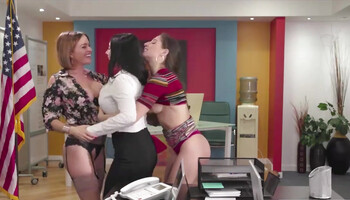 Aroused office lady seduced her colleagues into lesbian threesome