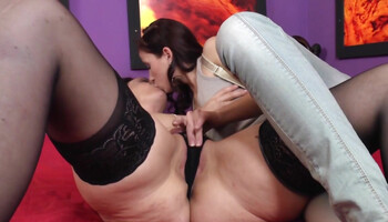 Cougar in black stockings makes lesbian love with teen brunette